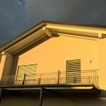 edificio con balcone